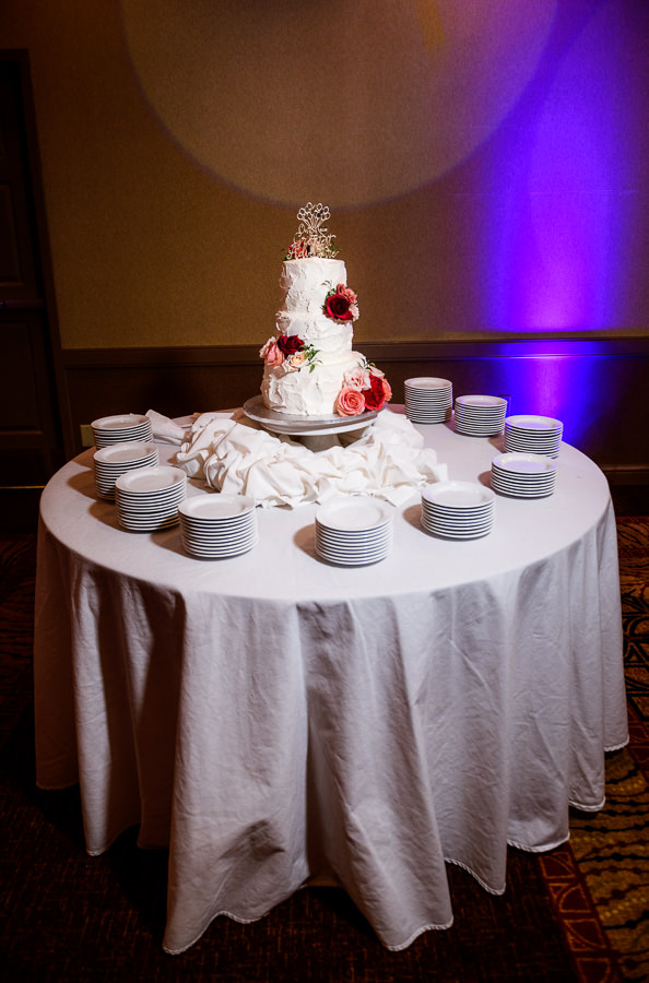 White wedding cake with red and pink flowers, Hilton Garden Inn Pensacola Airport, Pensacola Summer Wedding, Lazzat Photography