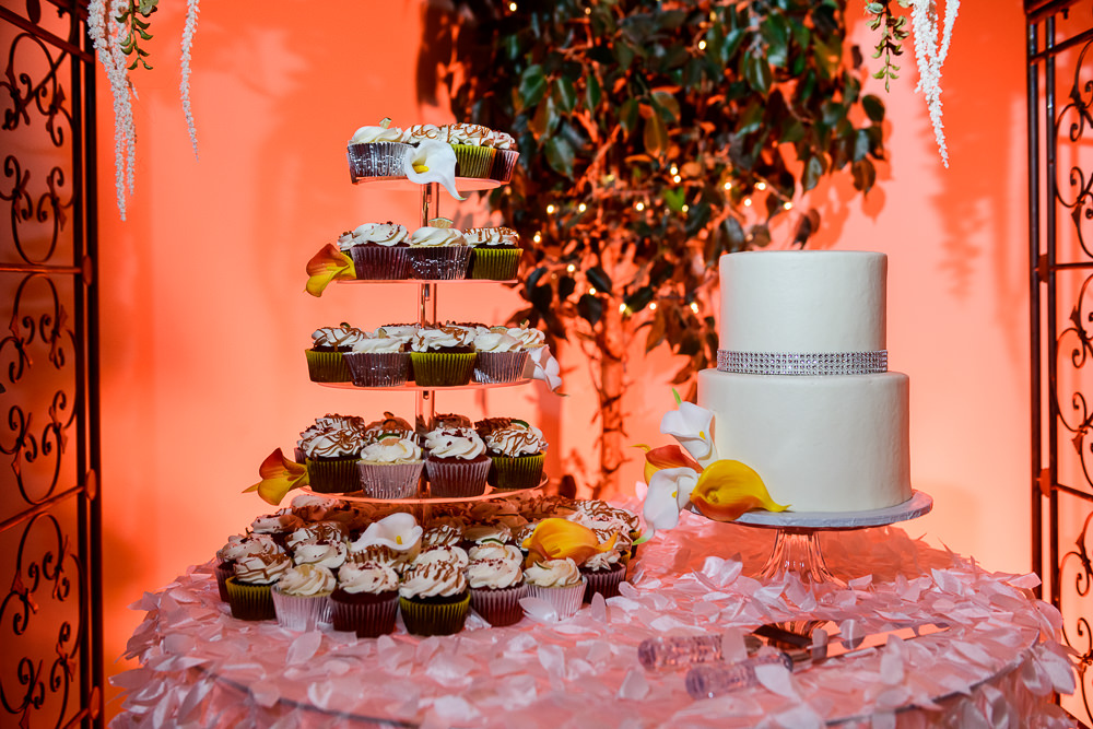 Simple white wedding cake and cupcakes, reception at the event room, Royal Red Destination Wedding, Florida wedding photographer, Lazzat Photography